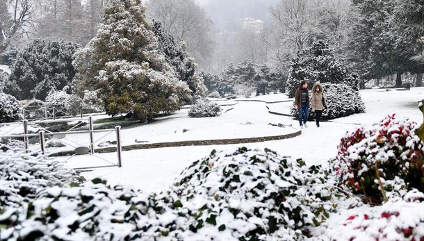 Italia nel gelo, la neve arriva al Nord
