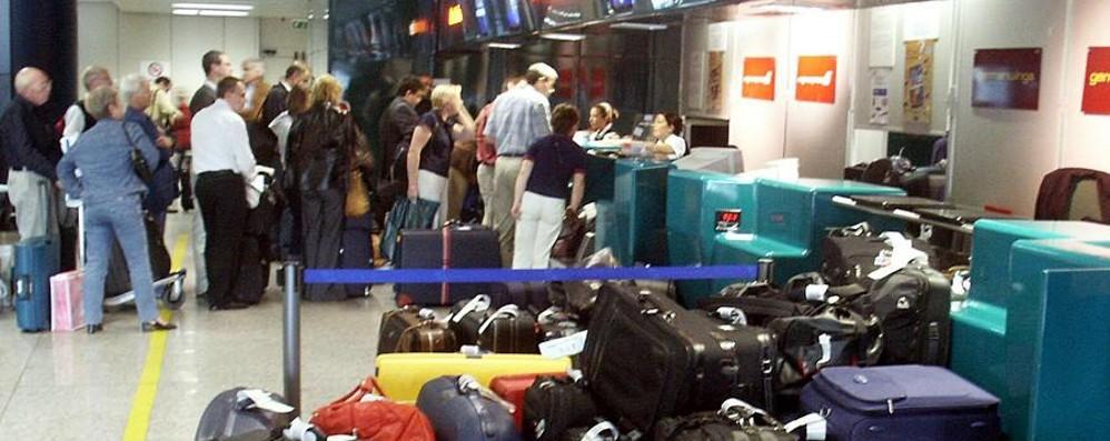 Maltempo al centro sud  Ritardi sui voli Pescara- Orio