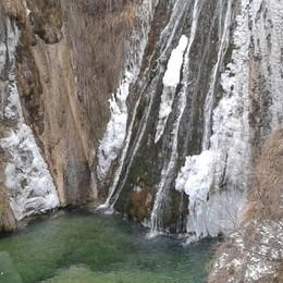 buche di Nese ghiacciate dal gruppo sei di Nese se...