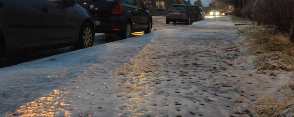 Emergenza ghiaccio sulle strade Il 118: «Tante cadute, fate attenzione»