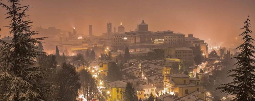 La magia di Bergamo sotto la neve Guarda le foto postate sui social