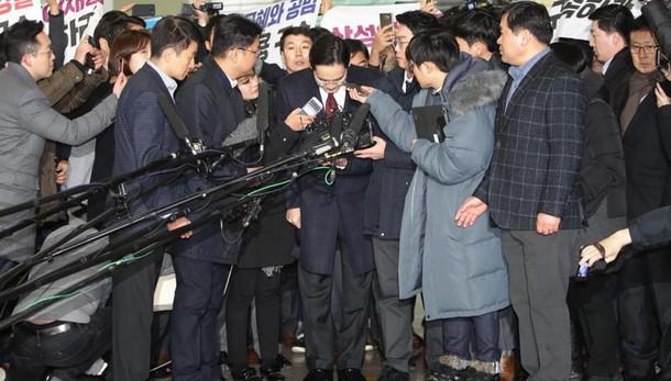 Samsung, ipotesi arresto per Lee