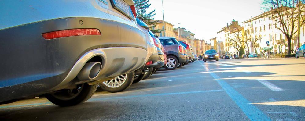 Parcheggi, prima domenica col ticket Pochi pagano, ma  niente stangata - Video