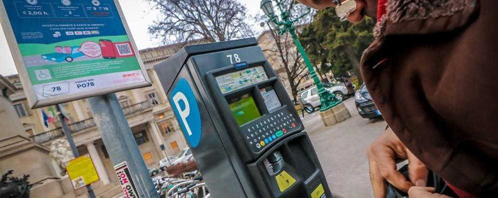 Sosta, da oggi si paga a Bergamo E i parcheggi domenica sono pieni