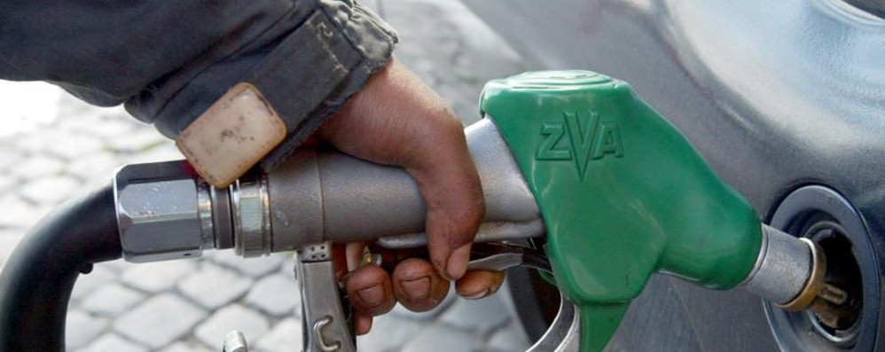 Furto di carte di credito di carburante 6 arresti, coinvolta la Bergamasca - Video