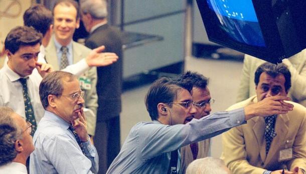 Borsa: Milano apre in calo dello 0,2%