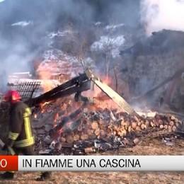 Gandino, incendio distrugge cascinale