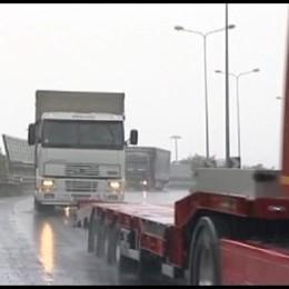 Carichi speciali fermi: nessuno rilascia più autorizzazioni al padssaggio su ponti e cavalcavia