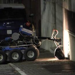 Bergamo, intervento degli artificieri -Video Falso allarme, è la borsa di un avvocato