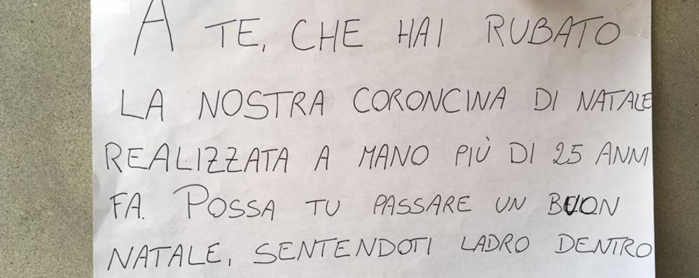 Bergamo, rubano corona decorativa  Messaggio per i ladri: «Buon Natale...»