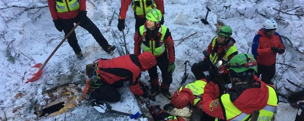 Il lavoro del Soccorso alpino Le foto degli interventi nella neve