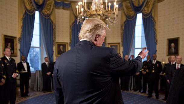 Wikileaks chiede fuga dati redditi Trump