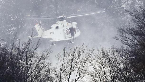 Elicottero cade a Campo Felice,6 a bordo