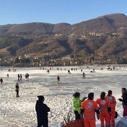 Multare chi sale sul lago ghiacciato? I sindaci: «C'è il rischio rivolta»