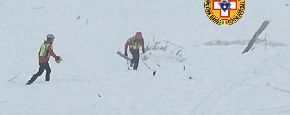 Partono nuove squadre di soccorso - Foto «Situazione devastante, non molliamo»
