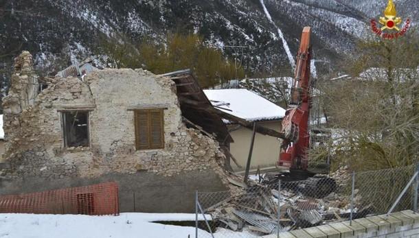 Terremoto: M5S pagano costruzione centro