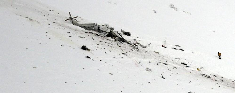 Un'altra tragedia in Abruzzo Cade l'elisoccorso, 6 morti
