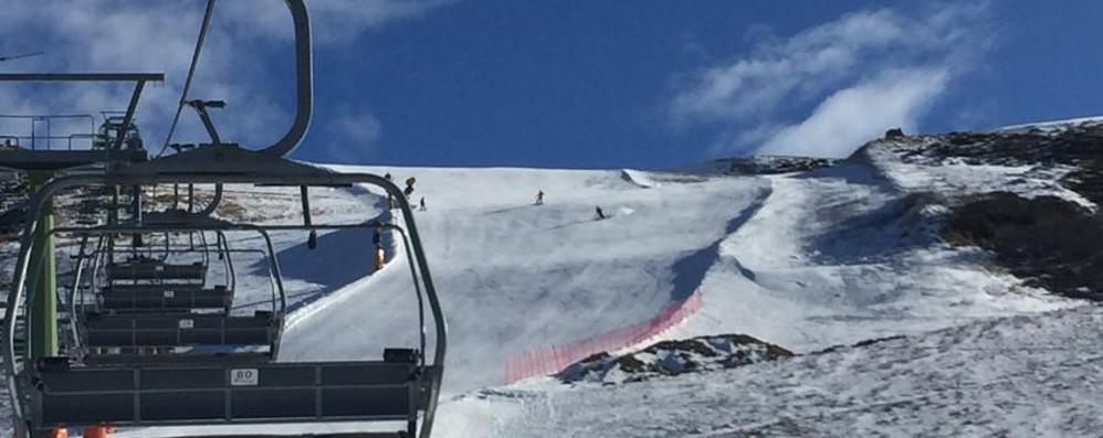 Ecco le piste a Foppolo - Foto La neve artificiale aiuta gli sciatori