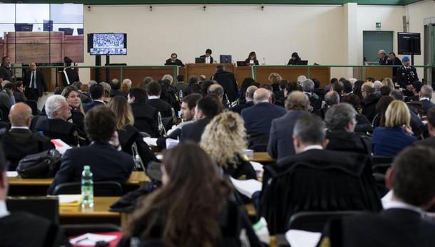 Roma: no metodo mafioso primo condannato