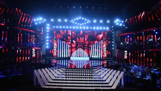 Sanremo, l'Ariston come una music-hall