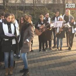Gli studenti portano «i canti della memoria» tra le vie di Bergamo