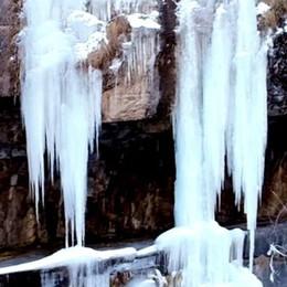 La magia della Via Mala - Video Le cascate di ghiaccio dal drone