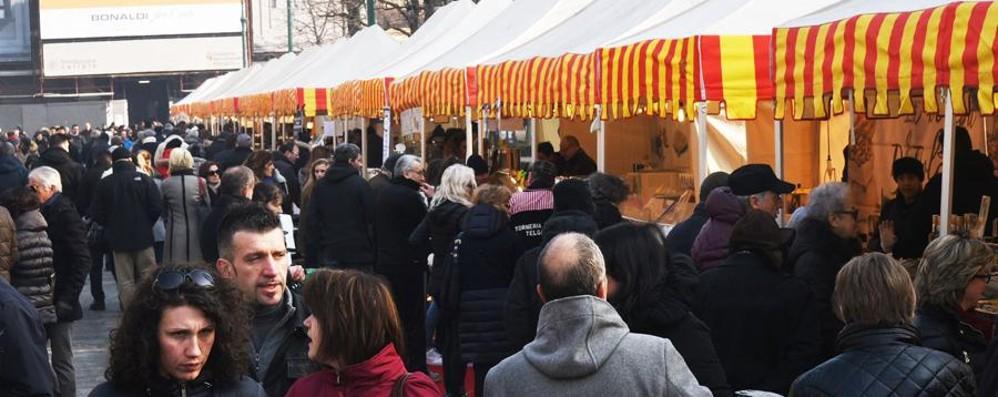Festa del cioccolato, pienone in centro  Viale Roma chiusa, ma è caos auto - Foto