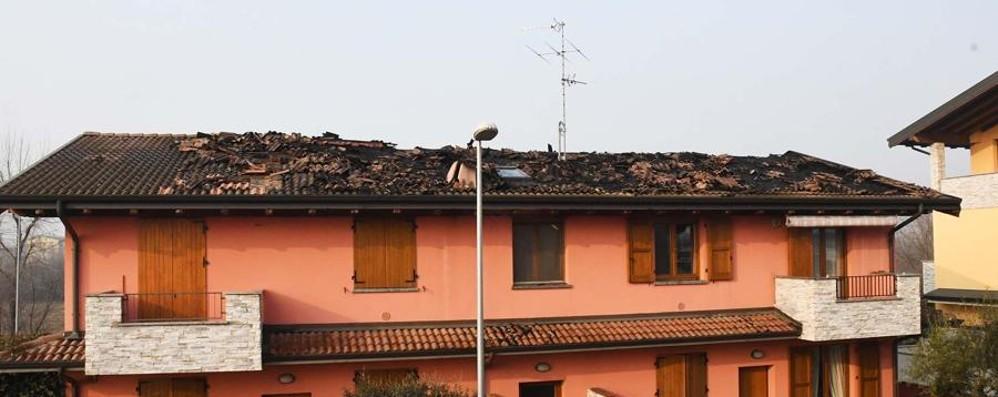 Incendio in una palazzina a Romano Tetto distrutto, due famiglie evacuate