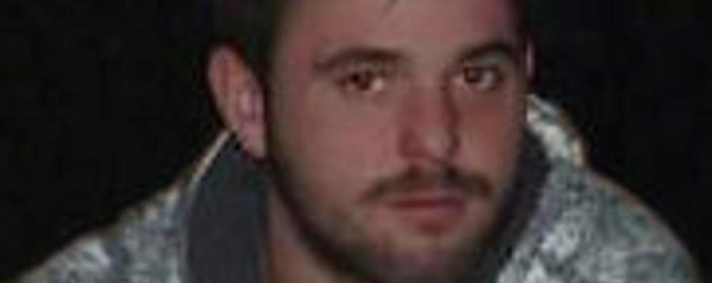 Piomba nel dirupo, muore a 21 anni  «Davide, non ti dimenticheremo»