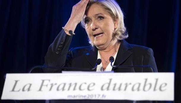 Le Pen non ridà fondi a Europarlamento