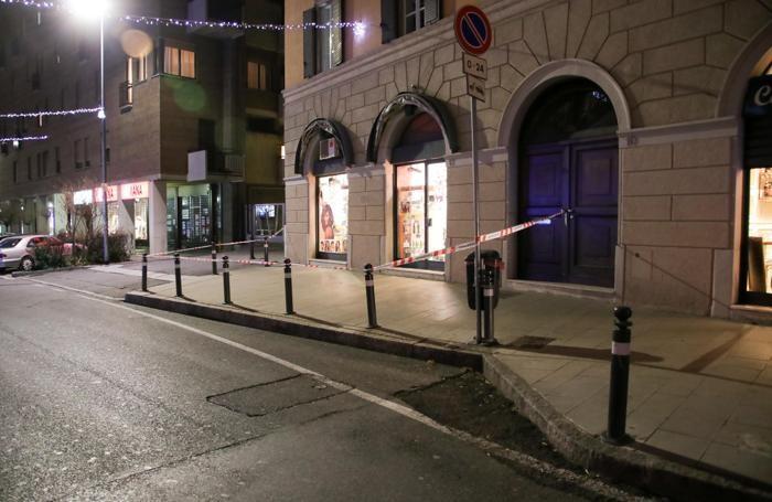 Il negozio dove è stato trovato l'ordigno bellico