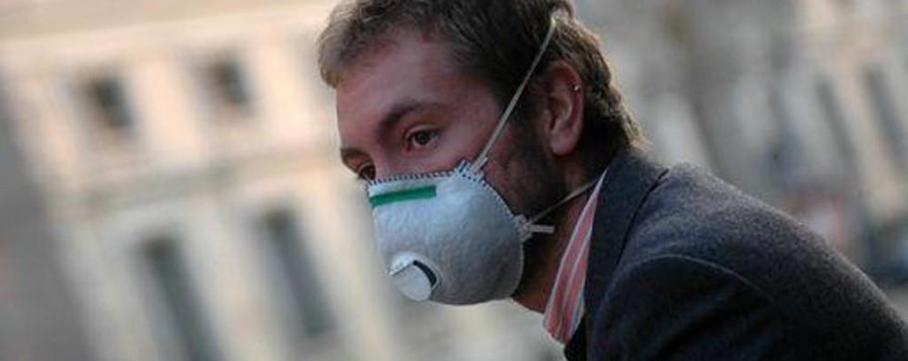 Sale di nuovo lo smog a Bergamo Si spera nel vento, ancora sole e gelo