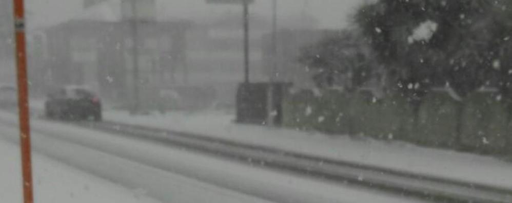 Neve e vento, da Pescara non si parte Bloccati i passeggeri diretti a Orio