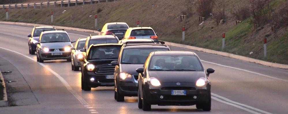 San Paolo d'Argon, Far West sulla statale Spari tra due auto in corsa- Video