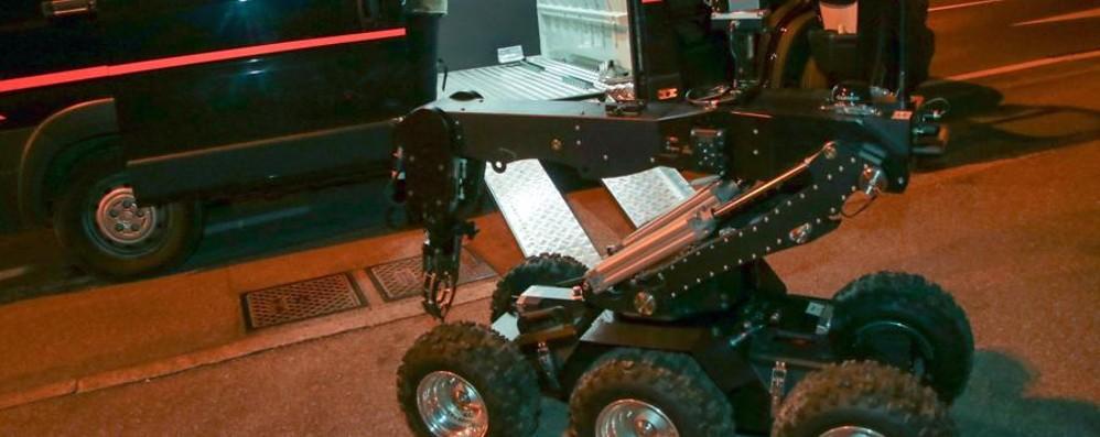 Trolley sospetto a Villa d'Almé Intervengono gli artificieri - Video