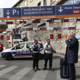 Marsiglia, accoltella a morte due donne L'aggressore urlava «Allah Akbar»