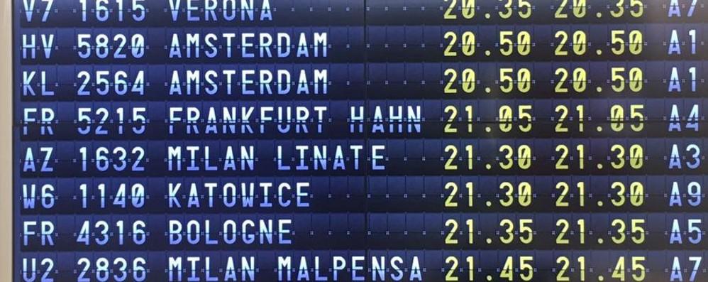 Fermi in aeroporto per 5 ore e mezza In ritardo il volo Ryanair Bari- Orio