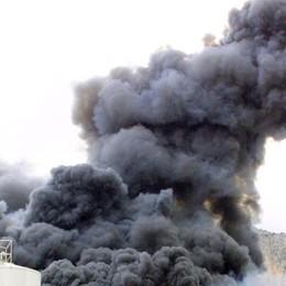 Incendio a Trezzano sul Naviglio Rischio nube tossica, scuole chiuse