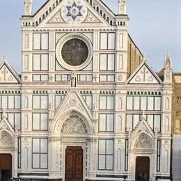 Dramma in Santa Croce a Firenze Crolla un capitello, muore turista