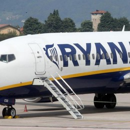 L'appeal di Ryanair «resiste»  In tanti ai colloqui per aspiranti steward