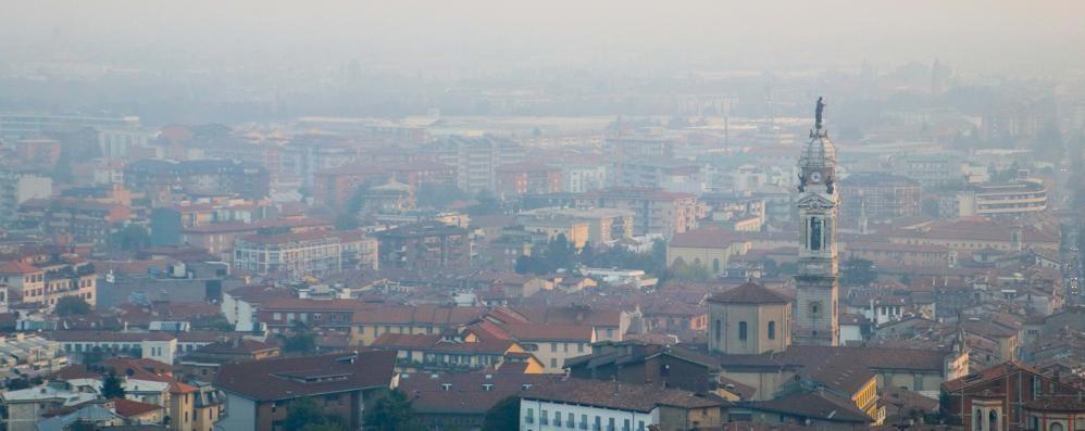 Polveri sottili ancora molto alte Ma è in arrivo la pioggia anti-smog