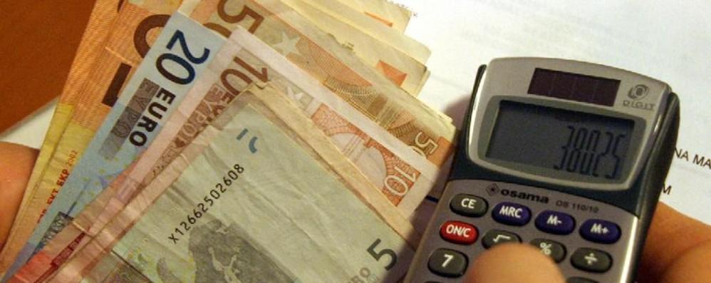 Telefonia, bollette ogni 28 giorni La «beffa» ai consumatori  vale un miliardo