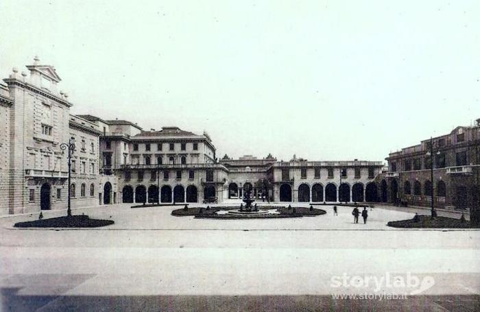 Piazza Dante nel 1929