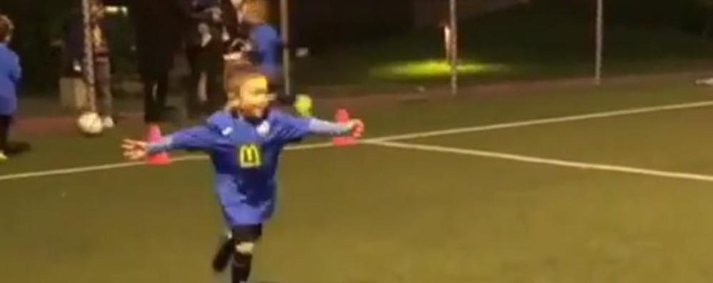 Balla come il Papu - Video Anche il figlio lo sa (e prima fa gol)