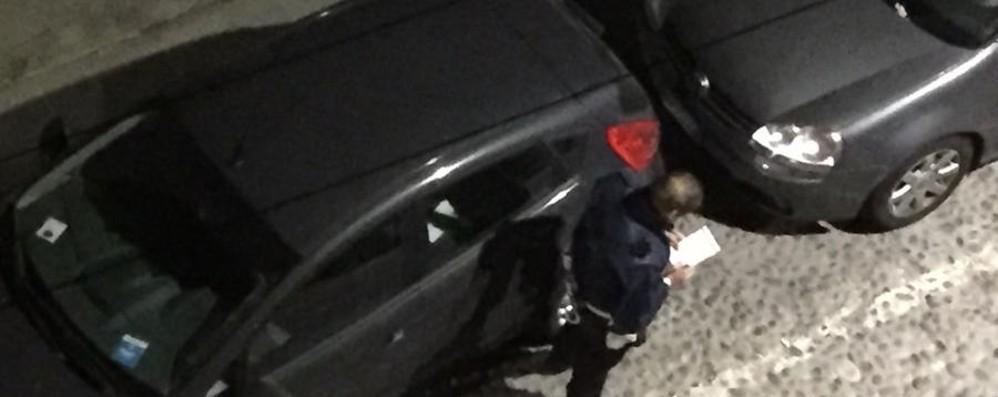 Via San Tomaso, 31 multe in una sera «Con il cantiere la sosta è impossibile»