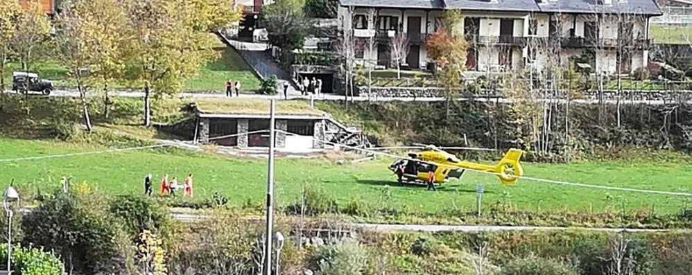 Bimba cade in bici e perde i sensi Elisoccorso in azione a Gandellino