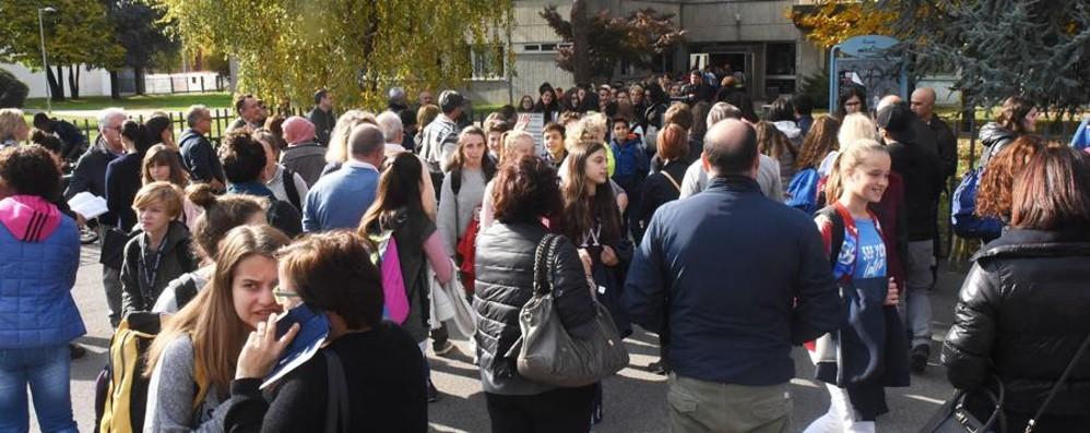 Alunni accompagnati all'uscita di scuola Proposta: «Basterà la firma dei genitori»