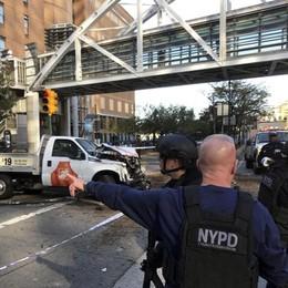 Furgone investe ciclisti a New York Almeno 8 morti e molti feriti