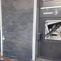Banda del botto a Dalmine Salta il bancomat, danni ingenti