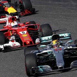 Formula 1, la Ferrari di Vettel ko  Hamilton vince e prende il largo